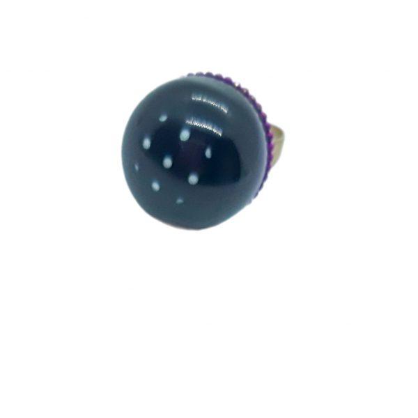 anillo resina alta calidad con micro lunares de Marta Sanjosé